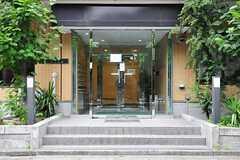 シェアハウスの正面玄関の様子。二重扉です。(2012-07-24,周辺環境,ENTRANCE,1F)