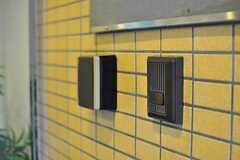 鍵はナンバー式オートロック。蓋を開けると数字が表示されます。(2012-07-24,周辺環境,ENTRANCE,1F)