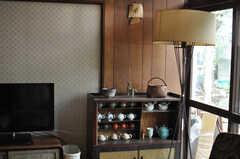 味のある家具が並びます。(2014-04-23,共用部,LIVINGROOM,1F)