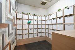 収納棚は専有部ごとに使えるスペースが決まっています。(2017-11-22,共用部,OTHER,1F)