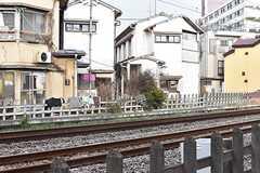 窓からは西武新宿線が見えます。(105号室)(2017-01-16,専有部,ROOM,1F)