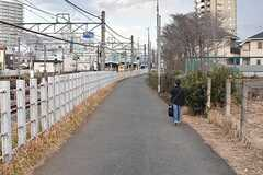 シェアハウスは、線路沿いに道1本です。(2017-01-16,共用部,ENVIRONMENT,1F)