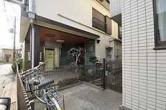 自転車置き場の様子。(2012-02-01,共用部,GARAGE,1F)
