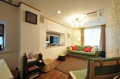 シェアハウスのリビングの様子。(2011-07-29,共用部,LIVINGROOM,1F)
