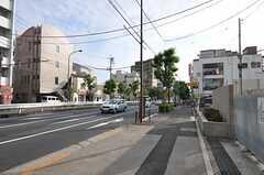 東急世田谷線・雪が谷大塚駅からシェアハウスへ向かう道の様子。(2011-07-29,共用部,ENVIRONMENT,1F)