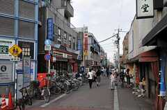 東急世田谷線・雪が谷大塚駅前の商店街の様子。(2011-07-29,共用部,ENVIRONMENT,1F)
