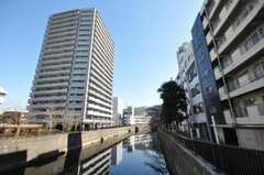 シェアハウスは川沿いに建っています。(2010-02-05,共用部,OTHER,6F)