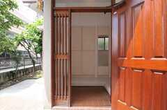 正面玄関から見た内部の様子。(2011-06-28,周辺環境,ENTRANCE,1F)