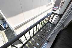窓の外の様子。物干しも出来ます。(201号室)(2011-06-28,専有部,ROOM,2F)