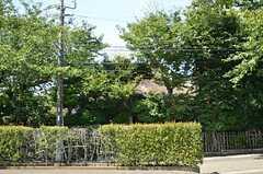目の前にある茅葺きの旧家。(2012-09-12,共用部,ENVIRONMENT,1F)