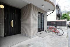 自転車置場の様子。 (2010-06-15,周辺環境,ENTRANCE,1F)