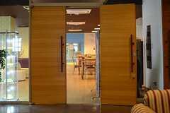 ドアの先がラウンジです。(2013-08-20,共用部,LIVINGROOM,1F)