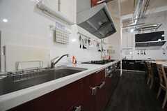 キッチンは2ヶ所設置されています。(2013-08-20,共用部,KITCHEN,1F)
