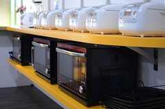 キッチン家電もしっかりと準備されています。(2013-08-20,共用部,KITCHEN,1F)