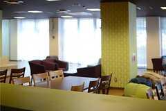 キッチンから見たラウンジの様子。(2013-08-20,共用部,KITCHEN,1F)