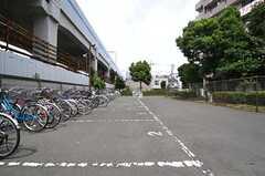 自転車置き場の様子。(2013-08-20,共用部,GARAGE,1F)