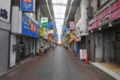 京急本線・雑色駅前の商店街の様子。(2013-08-20,共用部,ENVIRONMENT,1F)