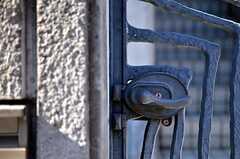 門扉のハンドルの様子。(2012-01-31,共用部,OUTLOOK,1F)