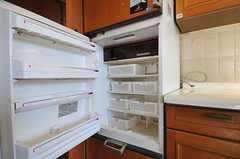 冷蔵庫の様子。部屋ごとにスペースが区切られています。(2012-01-31,共用部,KITCHEN,2F)