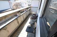 キッチン脇からベランダに出られます。喫煙はこちらで。(2012-01-31,共用部,OTHER,2F)