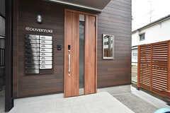 玄関ドアの様子。(2016-07-13,周辺環境,ENTRANCE,1F)