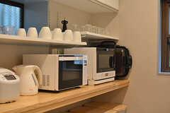 キッチン家電の様子。スチームオーブンやホットプレートもあります。(2016-07-13,共用部,KITCHEN,1F)