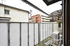 窓の外に洗濯物が干せます。(103号室)(2016-07-13,専有部,ROOM,1F)