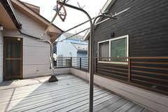 ベランダはオーナーさん宅とつながっているため、パーテーションが設けられる予定です。(202号室)(2016-07-12,専有部,ROOM,2F)