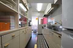 キッチンの様子。(2013-09-17,共用部,KITCHEN,4F)