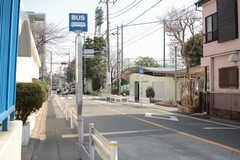 最寄りのバス停の様子。(2018-02-27,共用部,ENVIRONMENT,1F)