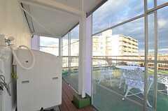 屋上の入り口。室内スペースはガラス張りです。(2014-10-14,共用部,OTHER,5F)