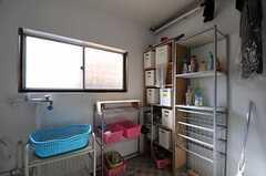 洗面用具を置けるスペースがあります。(2014-03-24,共用部,BATH,1F)
