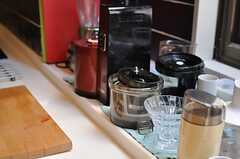 キッチンには、入居者さんのキッチンツールが並びます。(2014-04-28,共用部,KITCHEN,2F)