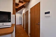 手前のドアはバスルーム、奥の2つはトイレです。(2017-02-23,共用部,OTHER,1F)