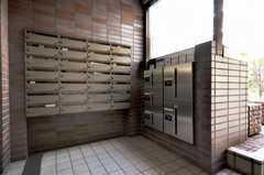 ポストと宅配BOXの様子。(2010-03-03,共用部,OTHER,1F)