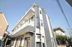 シェアハウスの外観。2棟続きになっています。(2009-01-20,共用部,OUTLOOK,1F)