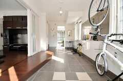 反対側から玄関を見るとこんな感じ。(2009-01-20,共用部,LIVINGROOM,1F)
