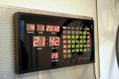 入居者さんが飾った土間の時計。(2010-04-02,共用部,OTHER,1F)