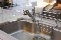 シンクの様子。浄水器付きです。(2011-11-17,共用部,KITCHEN,2F)
