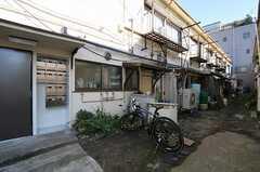 自転車置場の様子。  (2011-11-17,共用部,GARAGE,1F)
