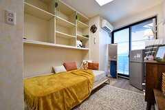専有部の様子3。全室、掃き出し窓からベランダへ出られます。(210号室)(2017-06-08,専有部,ROOM,2F)