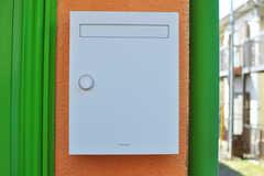 ポストはpanasonic製。(2012-03-27,周辺環境,ENTRANCE,1F)