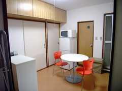 シェアハウスの正面玄関から見た内部の様子。(2007-07-29,共用部,LIVINGROOM,3F)