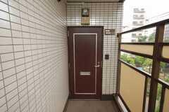 シェアハウスの正面玄関。(2008-06-03,周辺環境,ENTRANCE,3F)