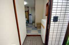 シェアハウスの正面玄関から見た内部の様子。(2008-06-03,周辺環境,ENTRANCE,3F)