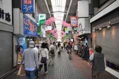 京浜急行線雑色駅前の商店街の様子。(2010-04-21,共用部,ENVIRONMENT,1F)