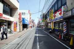 京浜急行線雑色駅からシェアハウスへ向かう道の様子3。(2010-04-21,共用部,ENVIRONMENT,1F)