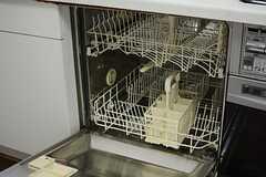 食器洗浄機も設置されています。(2015-11-04,共用部,KITCHEN,1F)