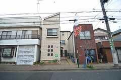 シェアハウスの外観。4戸が並んでいる内、1戸がシェアハウスです。(2014-12-16,共用部,OUTLOOK,1F)