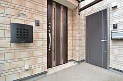玄関ドアの様子。(2014-12-16,周辺環境,ENTRANCE,1F)